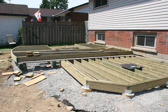 Diy deck remodel a summer project and backyard retreat for Diy small deck