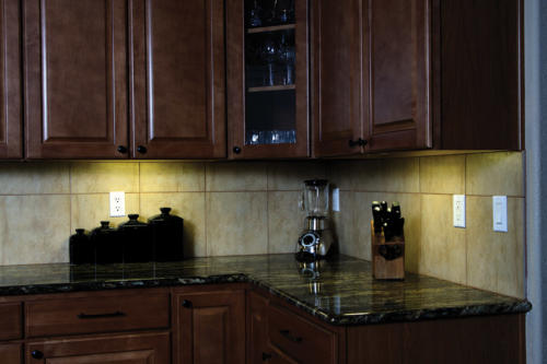 LED Under Cabinet Lighting: highlight your counter tops and backsplash